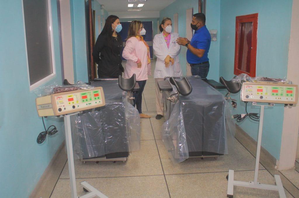 Entregadas mesas quirúrgicas y electro bisturís a la CHET